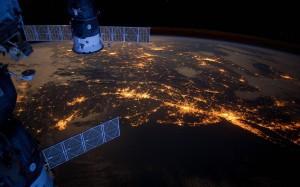 Planeta tierra iluminado por la noche. Como ahorrar luz